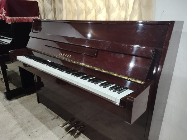 PIANO YAMAHA C108