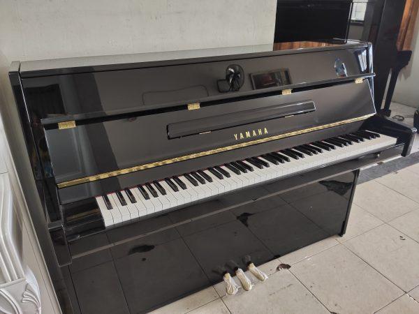 PIANO YAMAHA JU 109 PE HITAM
