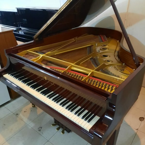 STEINWAY & SONS TIPE A