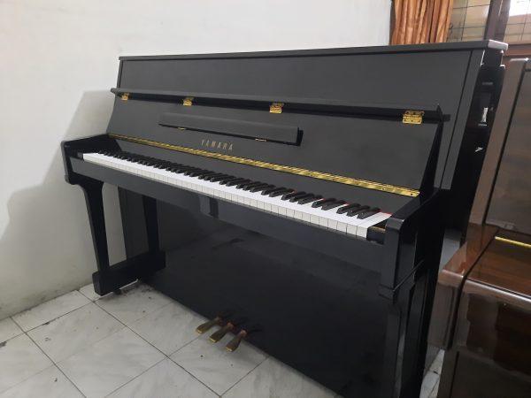 Piano Yamaha Lu-110 CPE Black